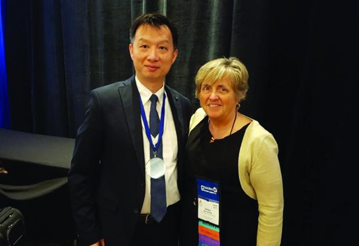 Dr. Rick Lee standing with Dr. Wanda Rutledge after receivin ABCSP award.