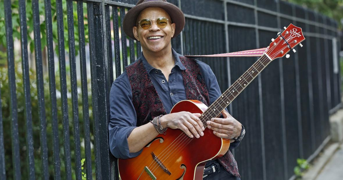 Guy Davis with his guitar