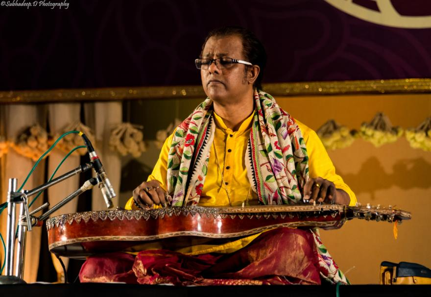 Debashish Bhattacharya ans his slide guitar